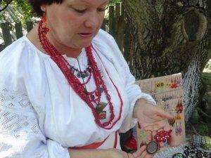 Фото: Полтавська майстриня перетворює монети на прикраси