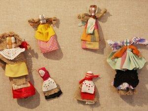 Фото: До Дня Незалежності в полтавській галереї відкрили виставку українських ляльок