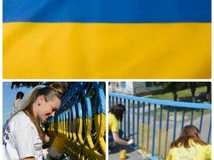 Фото: У Кобеляках на паркані намалюють прапор України, маки і калину