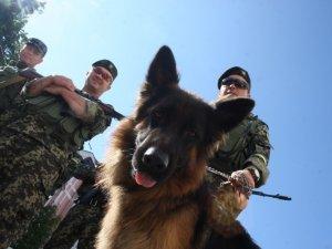 60 міліціонерів і службовий собака відправились з Полтави на АТО (фото)