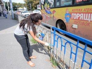Фото: У Полтаві розфарбували ще один паркан у національні кольори