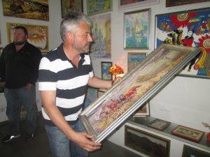 Фото: У Полтаві відкрилася друга благодійна виставка-продаж - за перший день зібрали 12 тисяч
