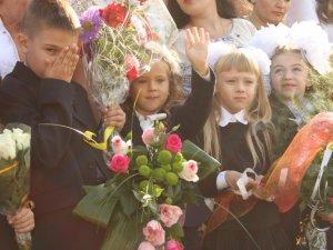 Фото: Полтавські школярі на Перший дзвоник вдягнули вишиванки