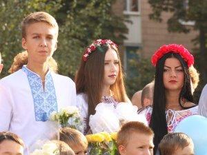 Полтавські школярі на Перший дзвоник вдягнули вишиванки