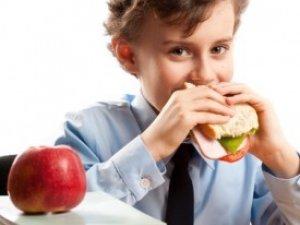 Фото: Харчування школяра або чим замінити шкідливу їжу