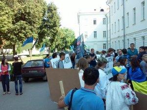 Фото: У Полтаві автомайдан звинуватив ректора університету у незаконному звільненні викладача