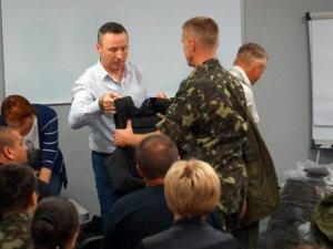 Фото: Лише за два тижні Фонд Андрія Матковського забезпечив бронежилетами понад 80 призовників-полтавців