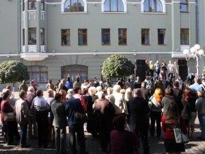 Суд над підозрюваним у вбивстві Бабаєва: до Полтави з'їхались  мітингувальники