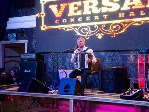 Фото: Олег Скрипка заспівав полтавські пісні та провів концерт в атмосфері квартирника