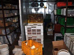 Фото: У Полтаві викрили підпільний ковбасний склад
