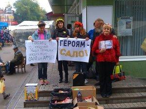 Фото: У Полтаві збирають сало для бійців АТО