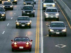 Фото: Із жовтня водії вмикатимуть фари вдень