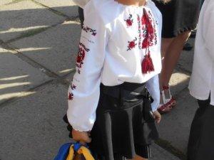 """Справжні україночки у фотоконкурсі """"Перший раз у перший клас"""""""