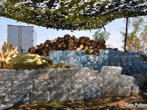 Фото: У Полтаві збирають пляшки під воду для бійців АТО