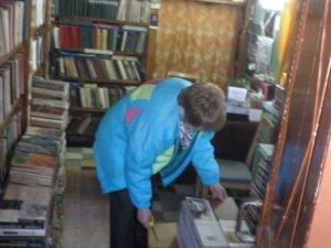 Фото: Полтавці зібрали більше 200 книг для поранених бійців