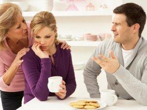 Фото: Сімейна психологія: що робити, якщо мама втручається в твоє кохання