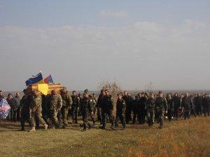 Фото: На Полтавщині прощалися з ще одним героєм АТО