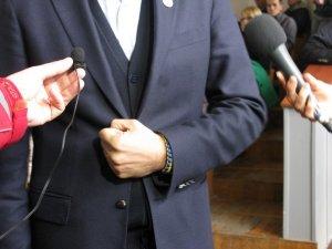 Фото: Андрій Садовий у Полтаві говорив жестами (фото)