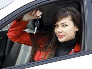 Фото: Які топ-10 речей жінки повинні мати у авто