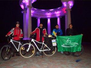 """Фото: Грузинський активіст завітав до Полтави в рамках велотуру """"Все за мир"""""""