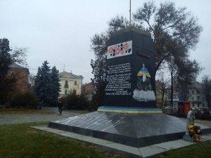 Фото: Полтавські комуністи закрито вшанують День Великого Жовтня