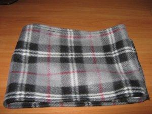 Фото: Полтавки шиють із пледів теплий одяг для бійців АТО