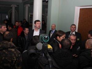 Фото: Фото зі скандальної сесії Полтавської міськради, яку так і не закрили