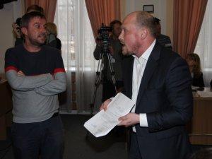 У Полтаві на сесії скандалили через гроші, виділені для воїнів АТО (відео)