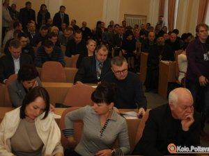Фото: Сесія Полтавської міськради продовжується: Капліну передали тремпель
