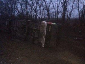 Фото: Під Полтавою перекинувся автобус Київ-Луганськ. 8 людей потрапили до лікарні