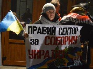 Фото: У День Соборності полтавці запалили смолоскипи. Фоторепортаж
