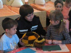 Фото: На Полтавщині психологи зі служби ДСНС допомагають дітям зі Сходу подолати негативні емоції
