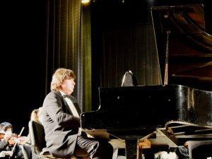 Фото: Всесвітньовідомий піаніст зіграв у Полтаві під акомпанемент симфонічного оркестру
