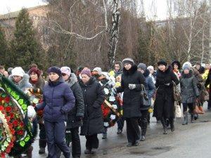 Фото: У Пирятині оплакують загиблого в АТО військового