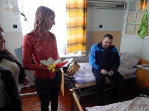 Фото: Полтавські волонтери відвідали військовий шпиталь із подарунками для бійців АТО