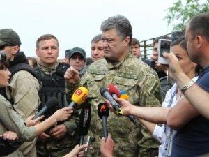 Фото: Порошенко готовий ввести воєнний стан в разі ескалації конфлікту