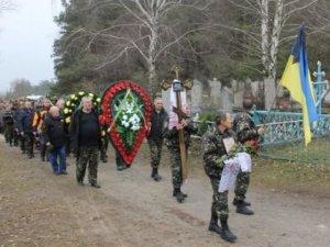 Фото: У Комсомольську попрощалися із бійцем АТО