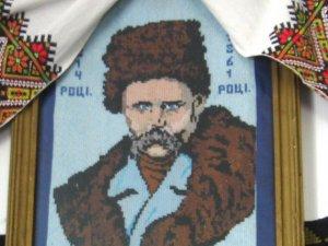 Фото: Надішли вишитого Тараса Шевченка та долучися до створення календаря: останні дні прийому робіт