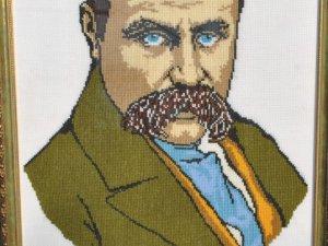 Фото: Полтавці долучаються до створення календаря з вишиваними портретами Тараса Шевченка