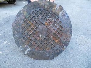 Фото: У Лубнах затримали крадія каналізаційних люків