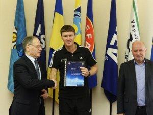 Фото: Василь Сачко отримав «PRO»-диплом УЄФА