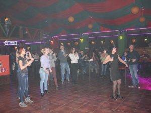 Фото: Відома радіоведуча Соня Сотник співала й танцювала разом з полтавцями
