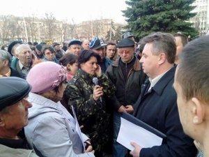 Фото: На вимогу полтавців Марченко пише заяву на звільнення