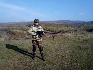 Фото: У бронежилеті пораненого бійця з Решетилівки – 22 осколка, у тілі – вісім