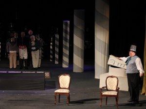 Фото: До Міжнародного дня театру гоголівці презентували прем'єру «Ревізор»
