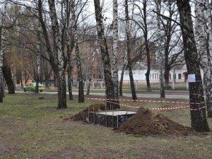 Фото: У Полтаві почали встановлювати перший пам'ятник Небесній сотні