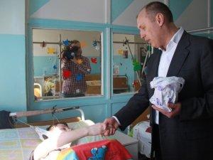 Фото: Мамай подарував 300 пасок хворим полтавським діткам