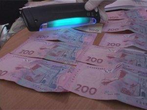 Фото: У Полтаві податківця спіймали на хабарі