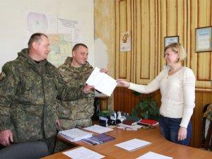 """Фото: Двоє бійців батальйону """"Полтава"""" захистили жінку і дитину від чоловіка з ножем"""