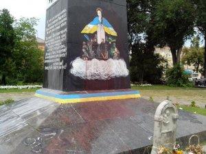 Фото: У Полтаві на місці пам'ятника Леніну хочуть облаштували Алею слави